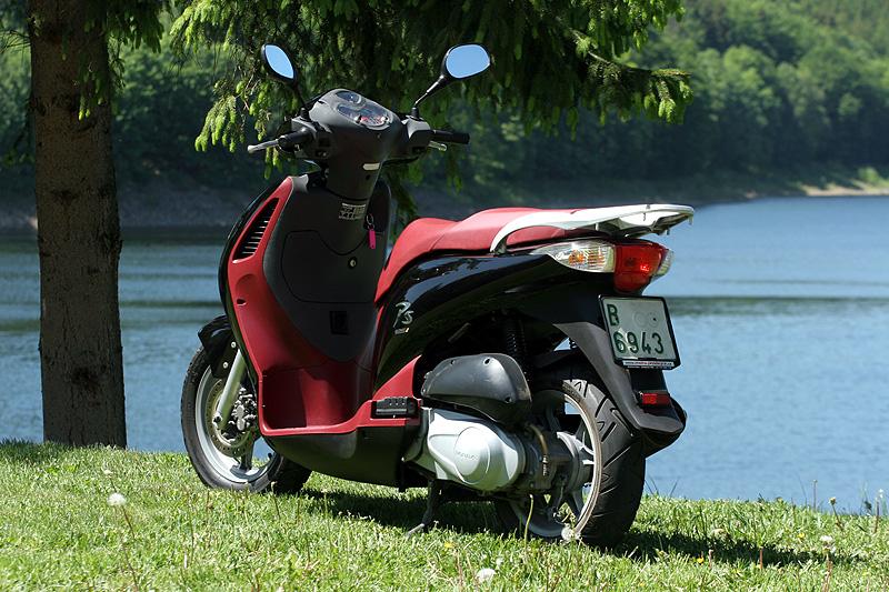 Test: Honda PS125i - moderna nebo retro?: - fotka 14