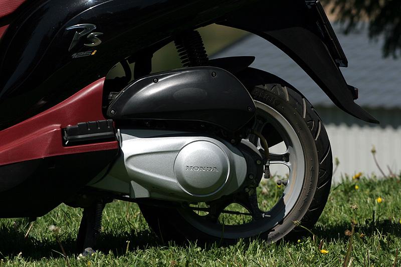 Test: Honda PS125i - moderna nebo retro?: - fotka 17