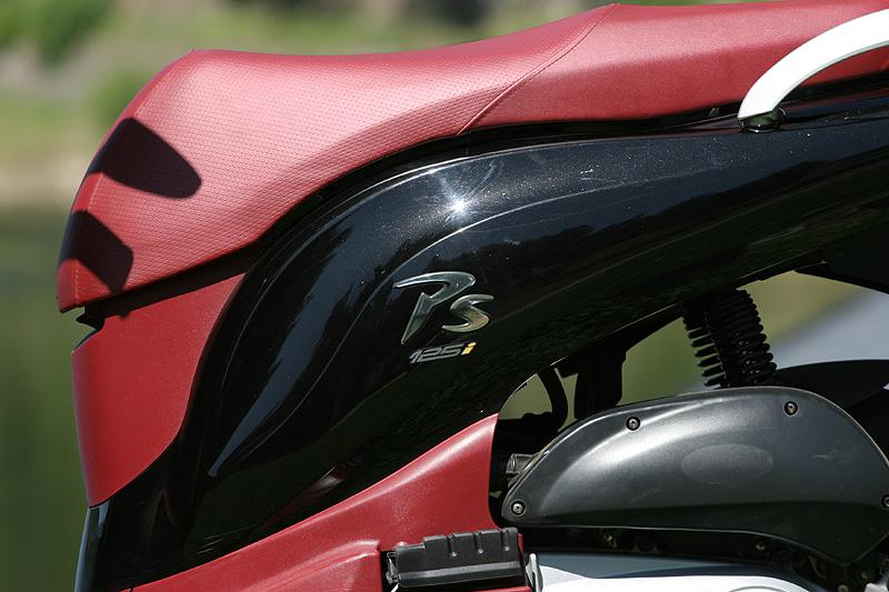 Test: Honda PS125i - moderna nebo retro?: - fotka 18