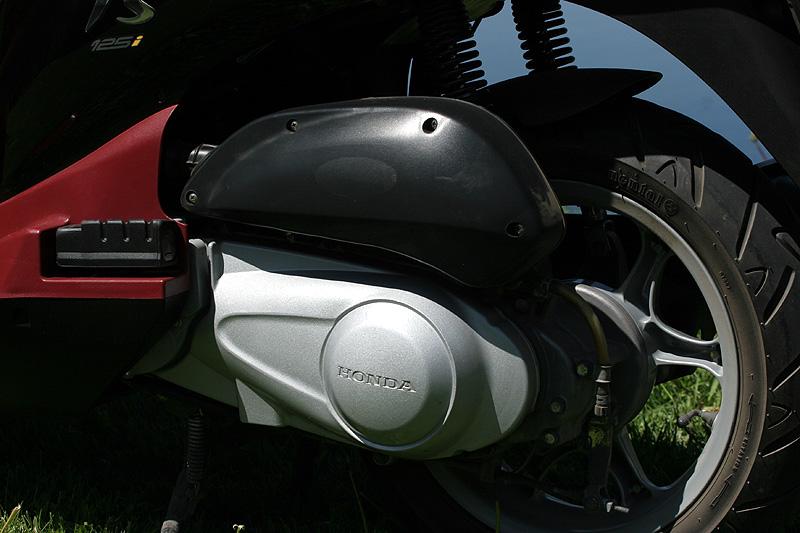 Test: Honda PS125i - moderna nebo retro?: - fotka 22