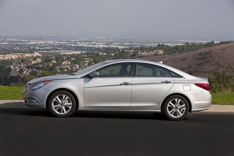 Hyundai Sonata: čtyřdveřové korejské kupé: - fotka 21