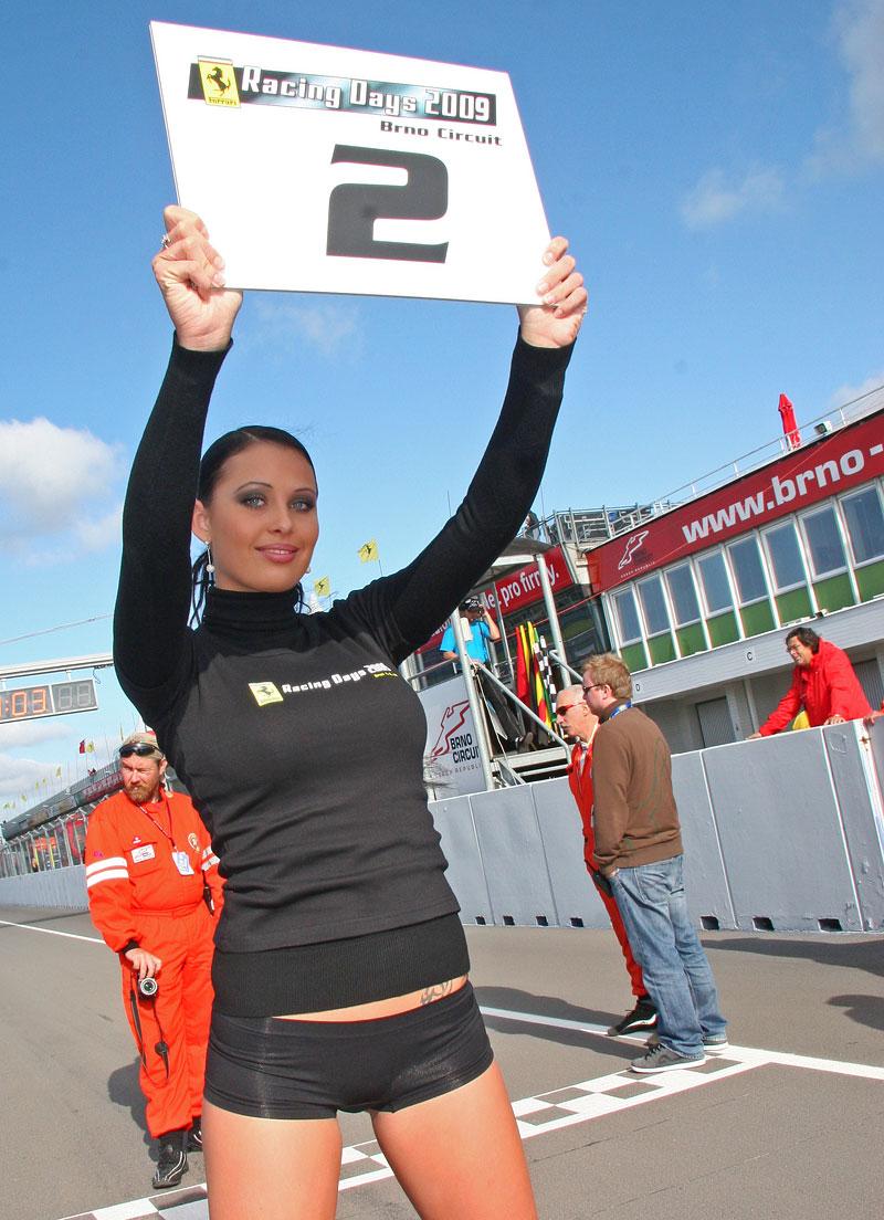 Ferrari Racing Days Brno 2009 - BABES: - fotka 3