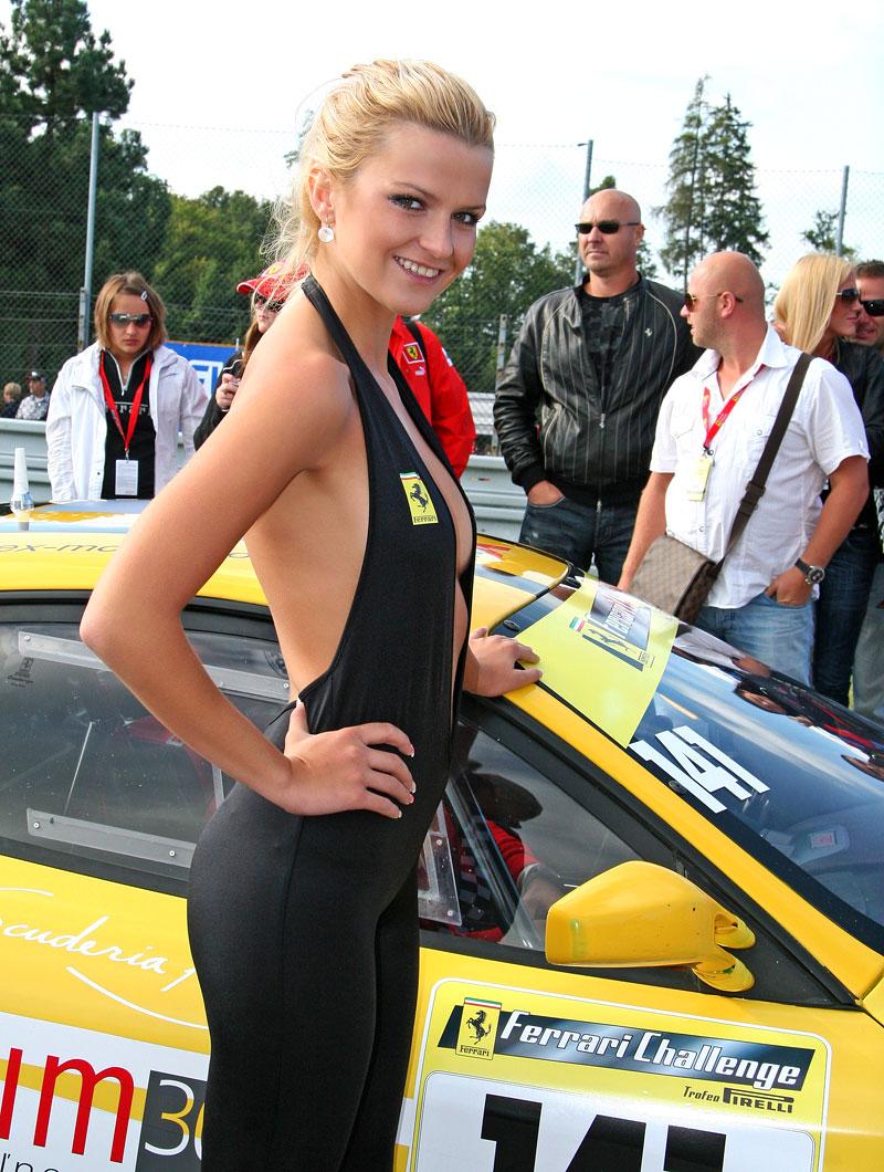 Ferrari Racing Days Brno 2009 - BABES: - fotka 4