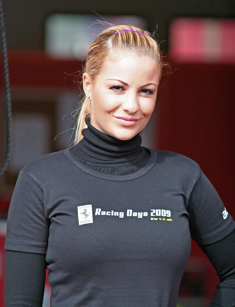 Ferrari Racing Days Brno 2009 - BABES: - fotka 23