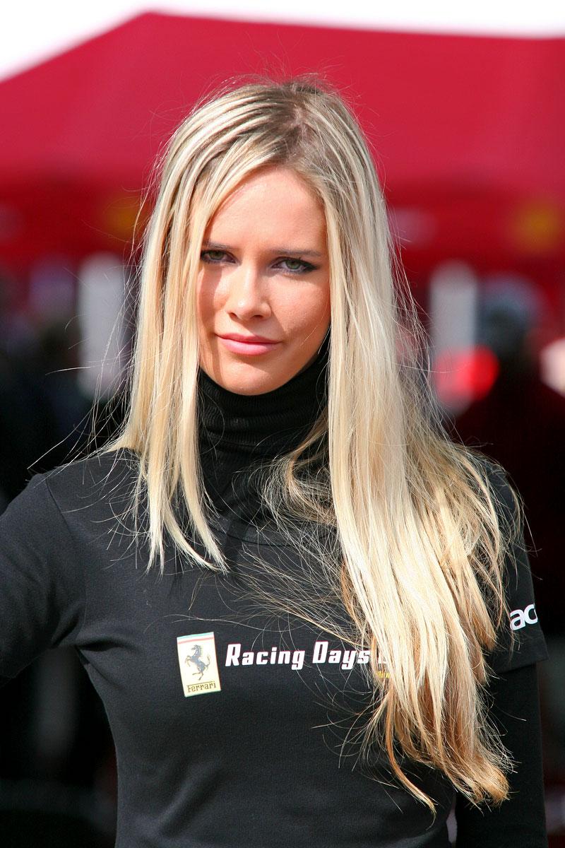 Ferrari Racing Days Brno 2009 - BABES: - fotka 25
