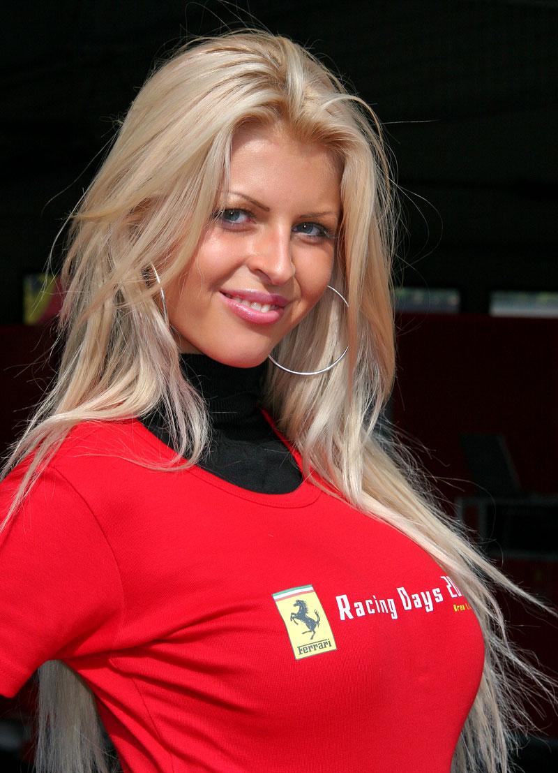 Ferrari Racing Days Brno 2009 - BABES: - fotka 33