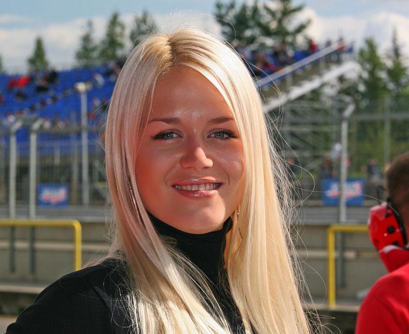 Ferrari Racing Days Brno 2009 - BABES: - fotka 36
