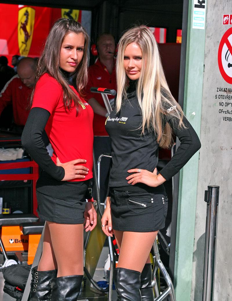 Ferrari Racing Days Brno 2009 - BABES: - fotka 39