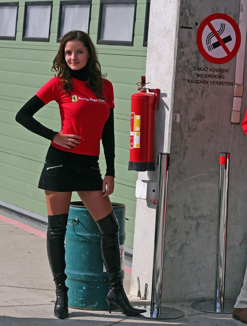 Ferrari Racing Days Brno 2009 - BABES: - fotka 40