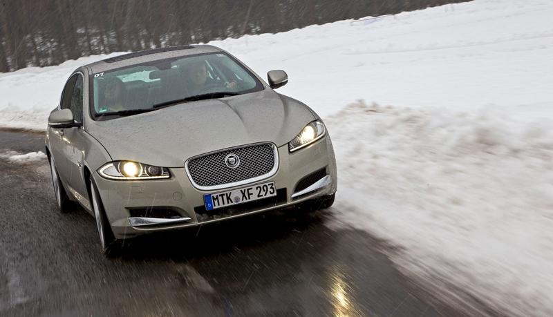 Za volantem: Jaguar XJ a XF AWD aneb Šelmy na ledě: - fotka 4