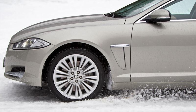 Za volantem: Jaguar XJ a XF AWD aneb Šelmy na ledě: - fotka 25