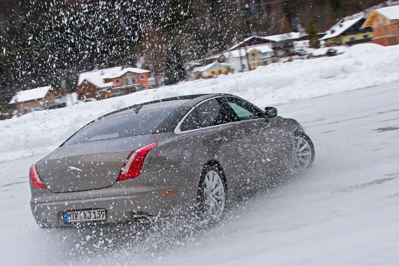 Za volantem: Jaguar XJ a XF AWD aneb Šelmy na ledě: - fotka 58