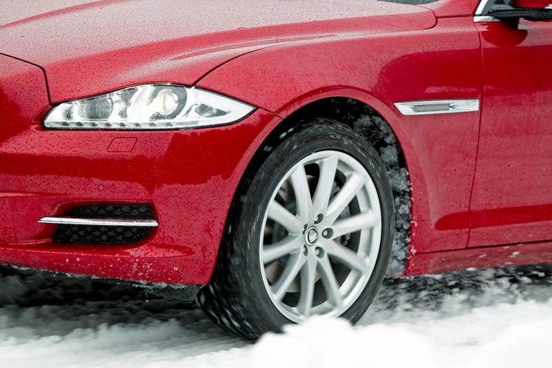Za volantem: Jaguar XJ a XF AWD aneb Šelmy na ledě: - fotka 63