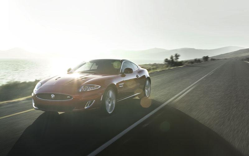 Jaguar XK: facelift ve stylu XKR-S: - fotka 7