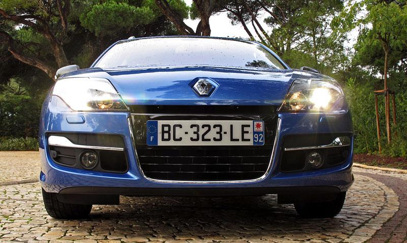Za volantem: Renault Laguna 2.0 dCi 4Control 2011: - fotka 5