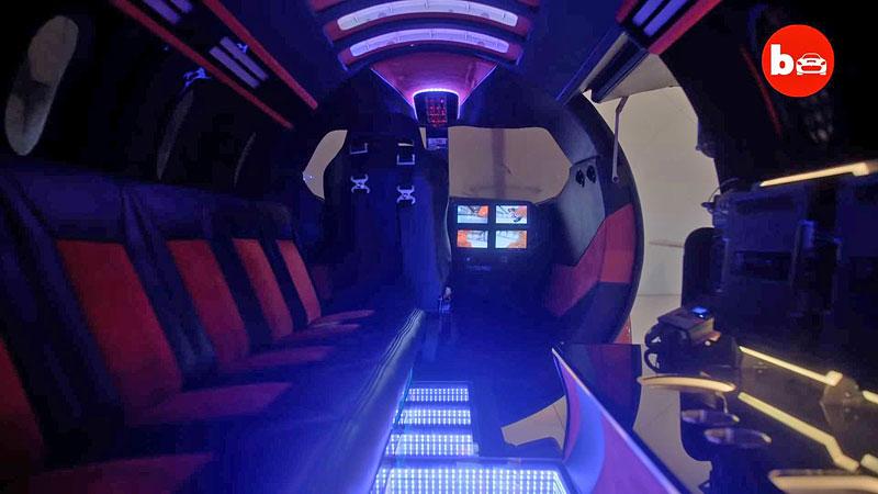 Jetsetter je limuzína, která vznikla z tryskáče. Prohlédněte si ji do detailu: - fotka 5