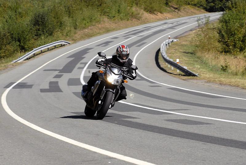 Test - Kawasaki Z750: je to rošťák: - fotka 6