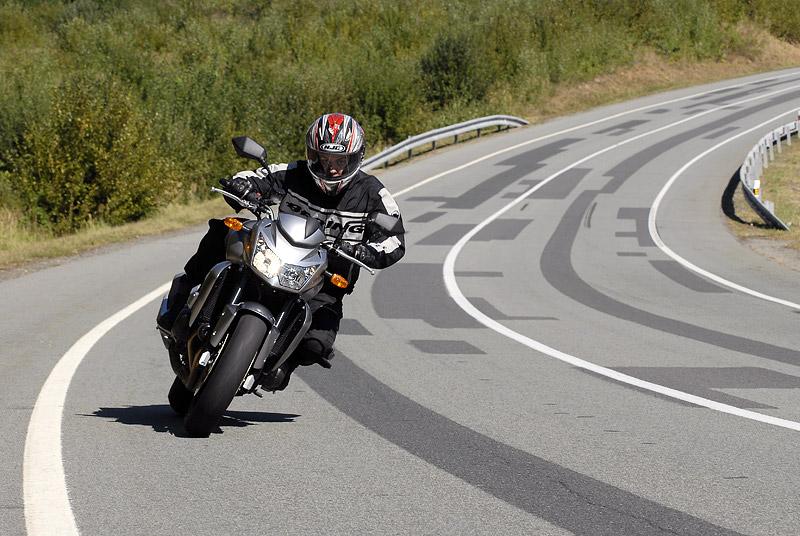 Test - Kawasaki Z750: je to rošťák: - fotka 7
