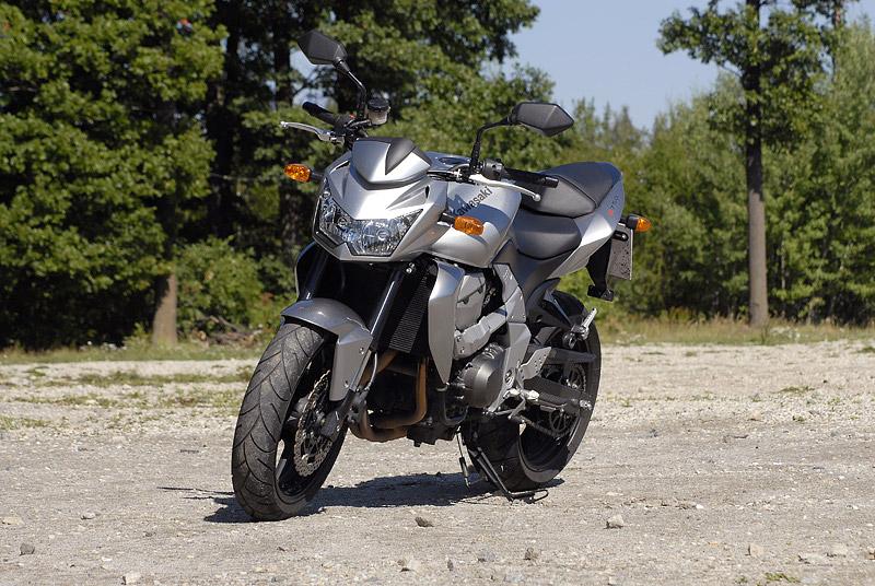 Test - Kawasaki Z750: je to rošťák: - fotka 12