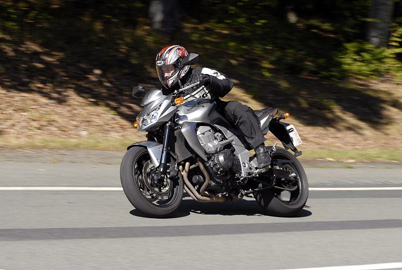 Test - Kawasaki Z750: je to rošťák: - fotka 14