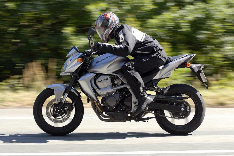 Test - Kawasaki Z750: je to rošťák: - fotka 25