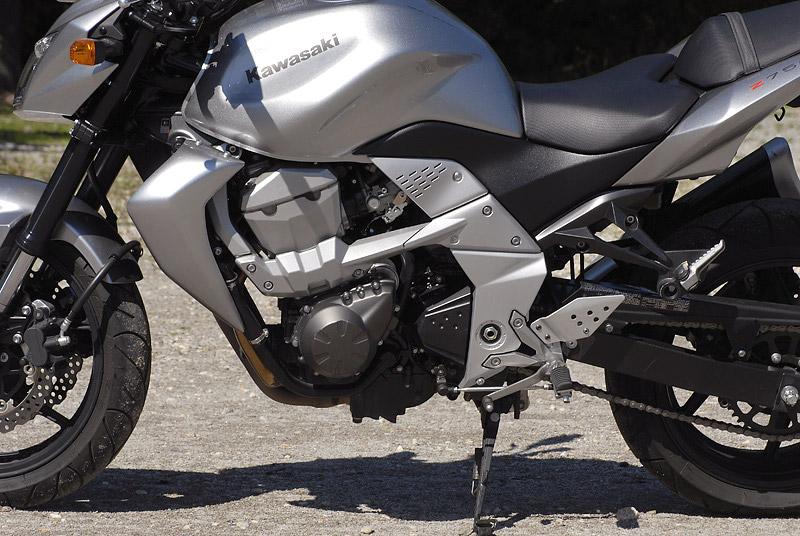 Test - Kawasaki Z750: je to rošťák: - fotka 30