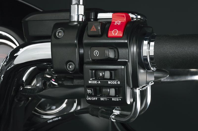 Kawasaki Classics 2011 - W800 a VN1700 Custom: - fotka 4