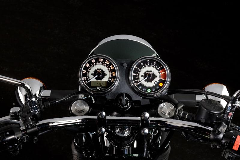 Kawasaki Classics 2011 - W800 a VN1700 Custom: - fotka 32