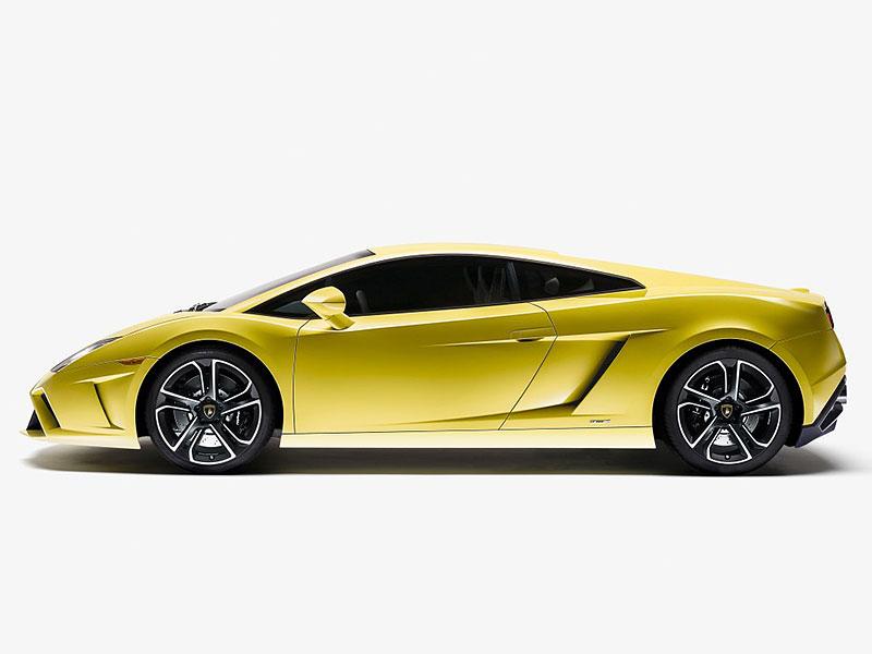 Nešťastníkovi shořelo jeho Lamborghini hodinu poté, co v něm odjel ze servisu: - fotka 3