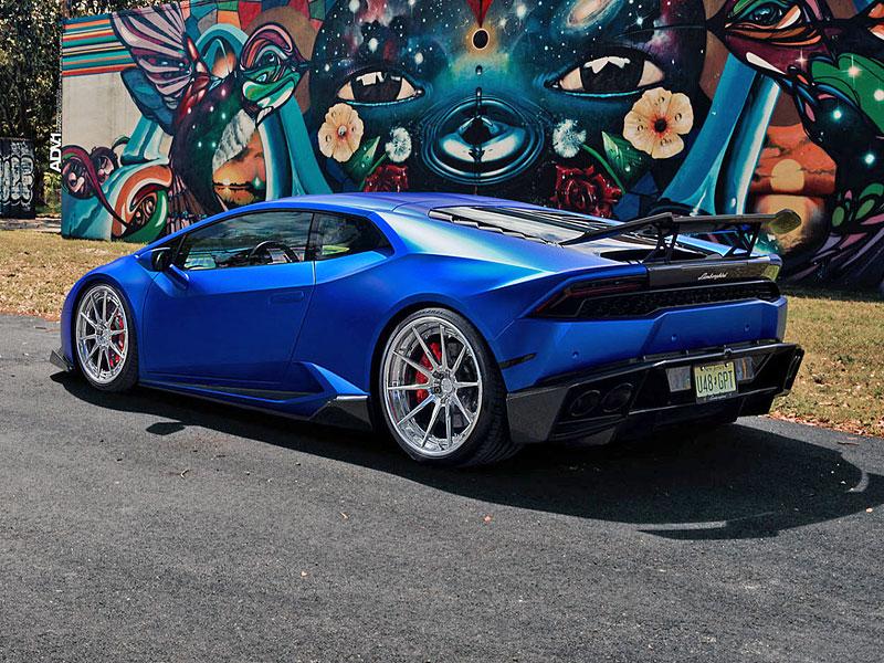 Přitažlivé Lamborghini Huracán LP 610-4 s přiostřenou vizáží i technikou: - fotka 6