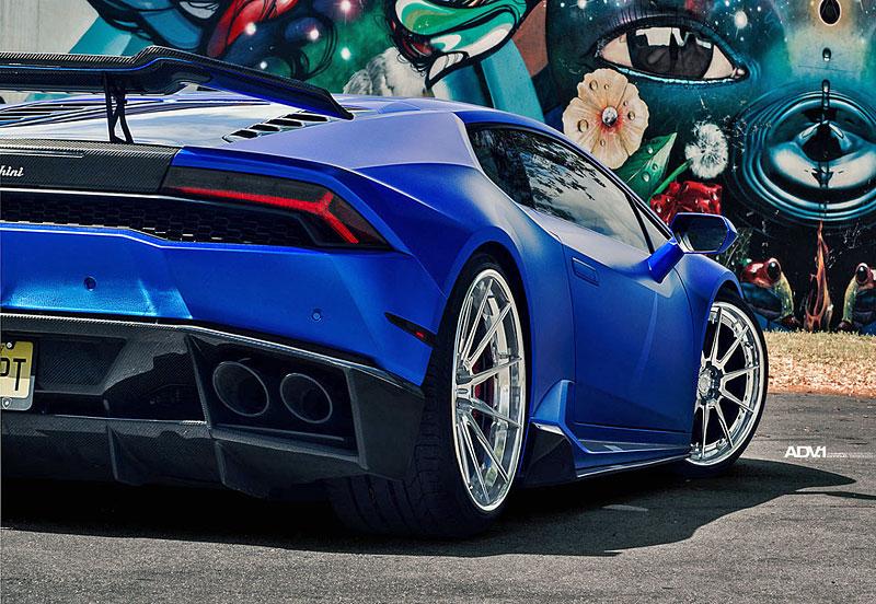 Přitažlivé Lamborghini Huracán LP 610-4 s přiostřenou vizáží i technikou: - fotka 12