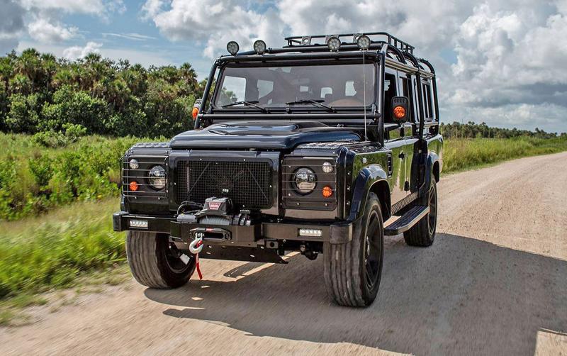 Američané drží při životě Land Rover Defender. Dali jí osmiválec z Corvette: - fotka 5