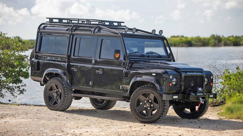 Američané drží při životě Land Rover Defender. Dali jí osmiválec z Corvette: - fotka 6