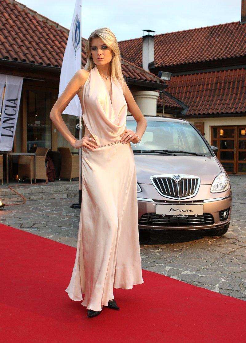 Nejkrásnější modelka světa českou tváří Lancie: - fotka 2