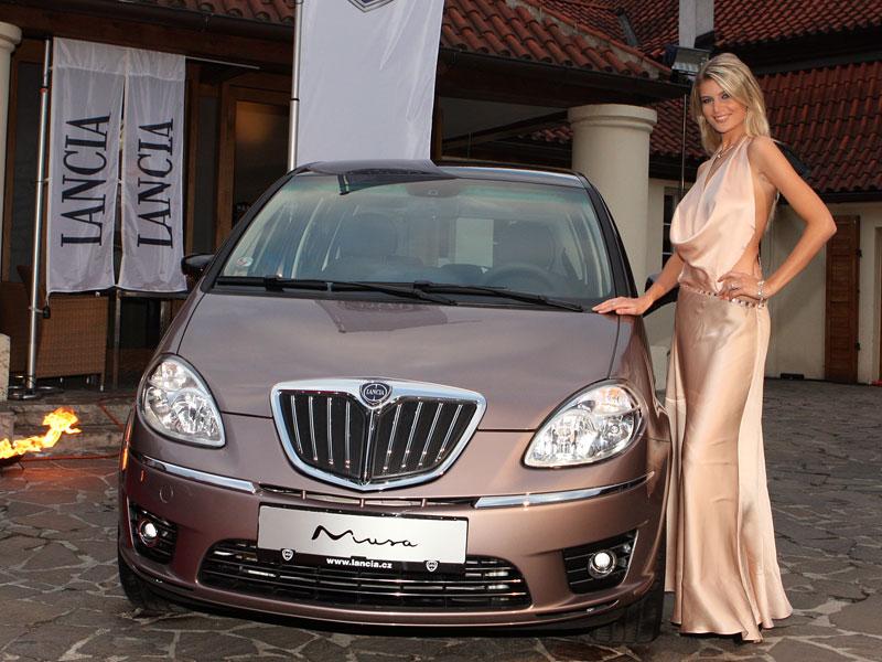 Nejkrásnější modelka světa českou tváří Lancie: - fotka 4