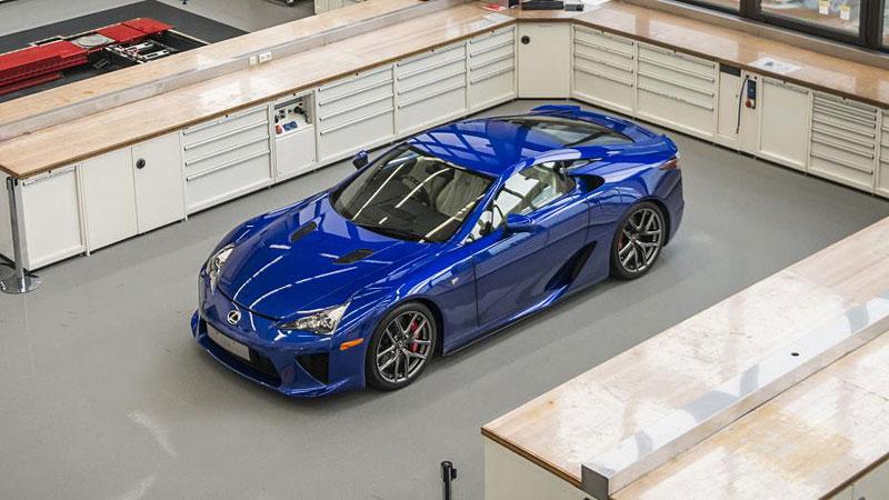 Jak se opravuje supersport Lexus LFA? Tuhle práci chcete!: - fotka 2