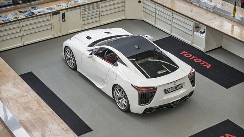 Jak se opravuje supersport Lexus LFA? Tuhle práci chcete!: - fotka 3