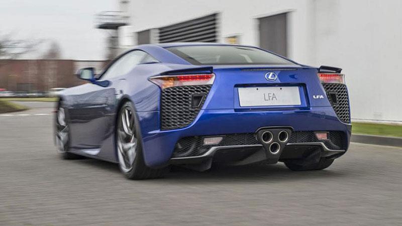 Jak se opravuje supersport Lexus LFA? Tuhle práci chcete!: - fotka 4