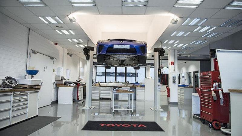 Jak se opravuje supersport Lexus LFA? Tuhle práci chcete!: - fotka 7