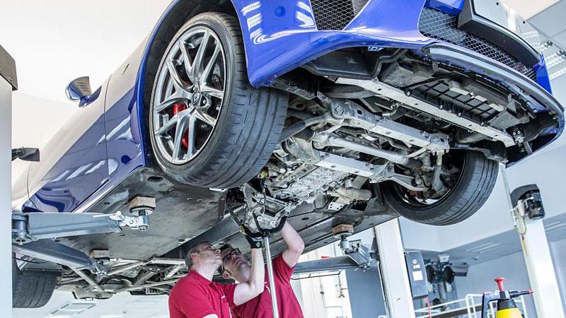 Jak se opravuje supersport Lexus LFA? Tuhle práci chcete!: - fotka 8
