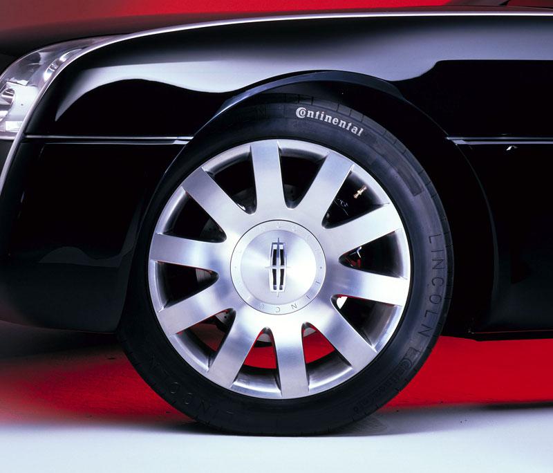 Ford prodává koncepty: je libo solitér?: - fotka 80