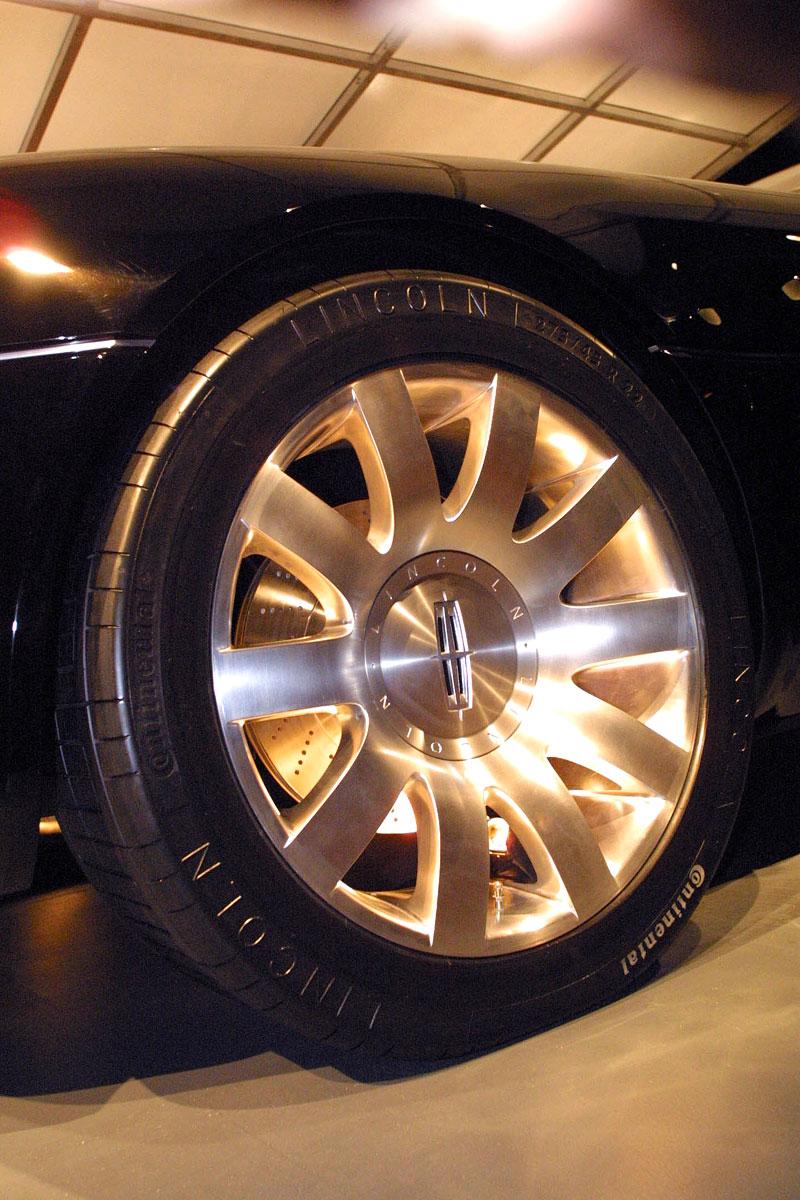 Ford prodává koncepty: je libo solitér?: - fotka 81