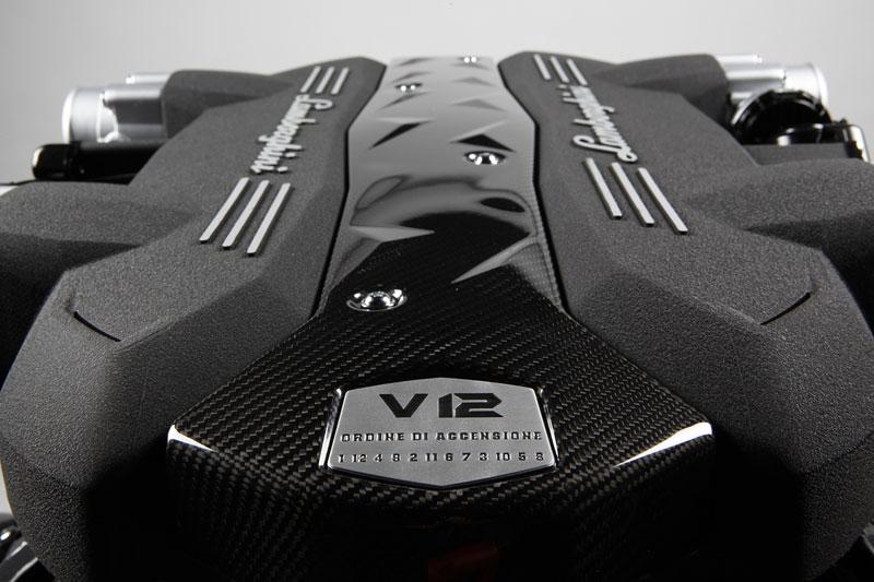 Lamborghini Aventador: první oficiální foto exteriéru: - fotka 4