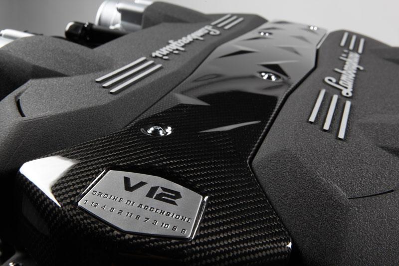 Lamborghini Aventador: první oficiální foto exteriéru: - fotka 5