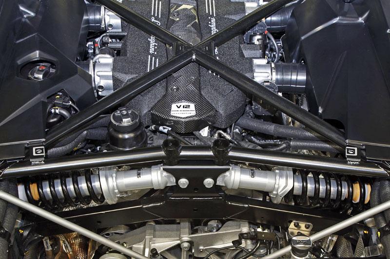 Lamborghini: lehoučký monokok Aventadoru představen: - fotka 12