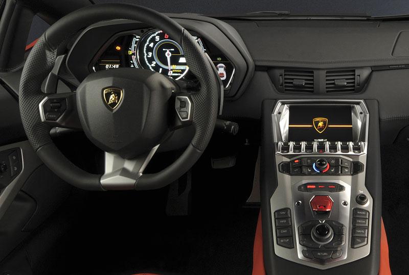 Ženeva 2011 živě: Lamborghini Aventador LP700-4: - fotka 82