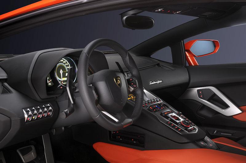 Ženeva 2011 živě: Lamborghini Aventador LP700-4: - fotka 83