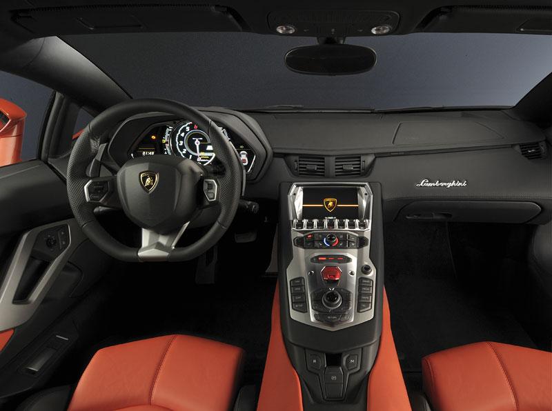 Ženeva 2011 živě: Lamborghini Aventador LP700-4: - fotka 84