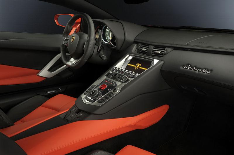 Ženeva 2011 živě: Lamborghini Aventador LP700-4: - fotka 85