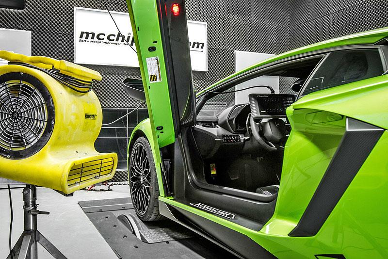 Lamborghini Aventador LP 750-4 SV na návštěvě u mcchip-dkr: - fotka 1